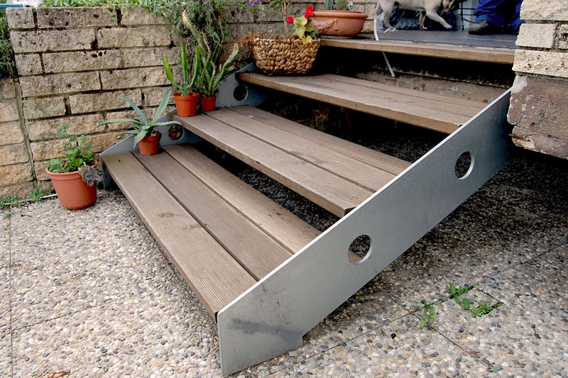 Gartentreppe mit Holzbelag